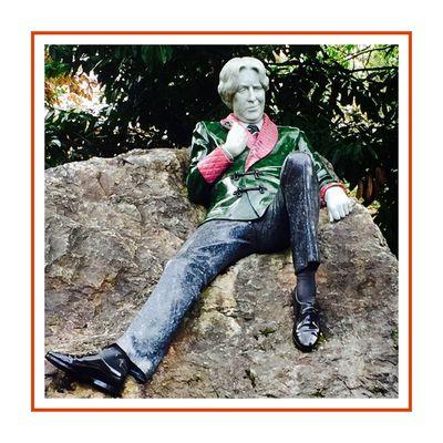Dublin Whiskey Tours - Our Dublin History - Oscar Wilde Statue